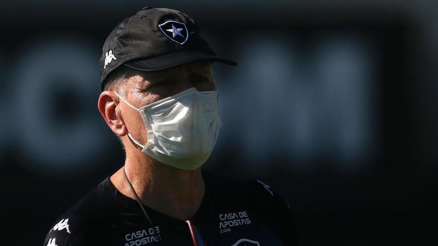 Paulo Autuori, técnico do Botafogo, não estará à beira do campo hoje, contra a Cabofriense, mesmo liberado - Vítor Silva/Botafogo