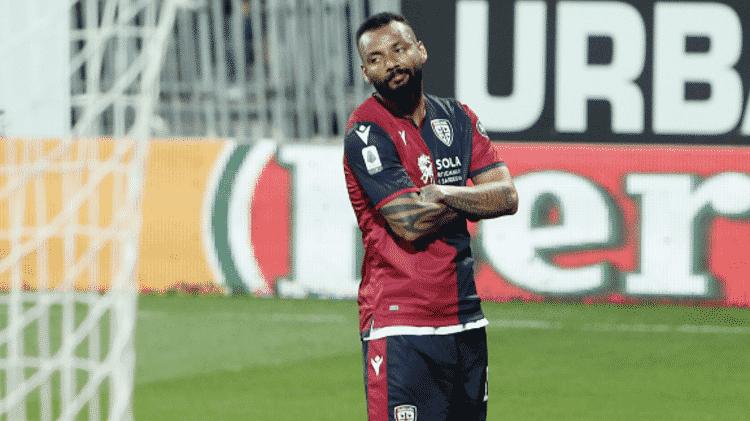 João Pedro, melhor brasileiro na Chuteira de Ouro, comemora gol pelo Cagliari - Reprodução - Reprodução