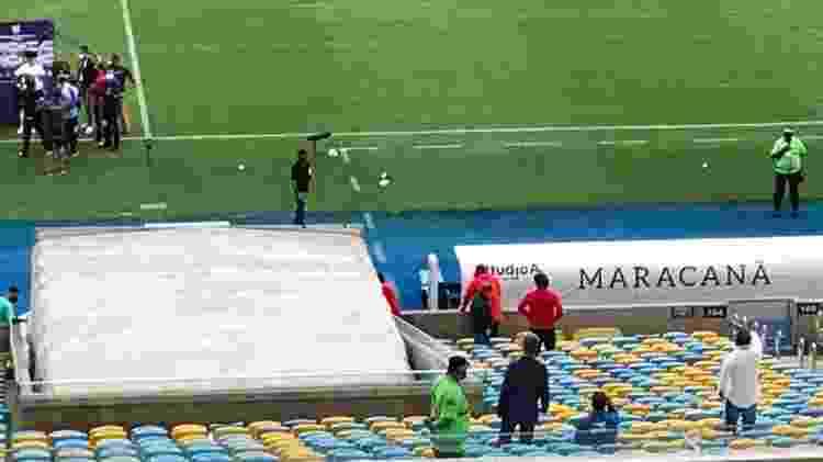 Diretoria do São Paulo queixa-se de arbitragem no intervalo do jogo contra o Flamengo - Rodrigo Mattos/UOL Esporte - Rodrigo Mattos/UOL Esporte