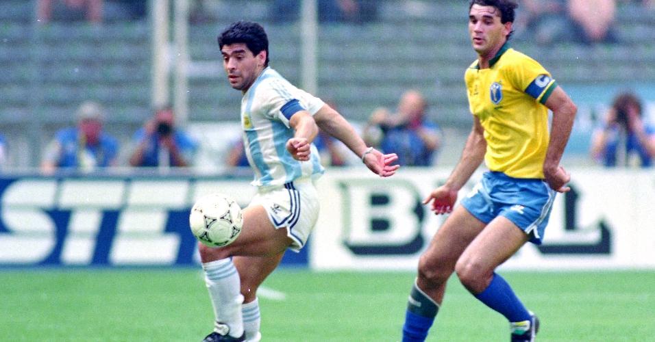 Diego Maradona é marcado por Ricardo Gomes na Copa do Mundo de 1990, na partida entre Argentina x Brasil