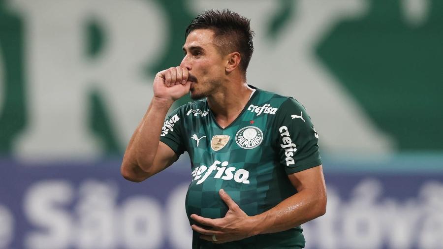 Willian homenageia esposa grávida em comemoração de gol no clássico contra o Santos - Cesar Greco