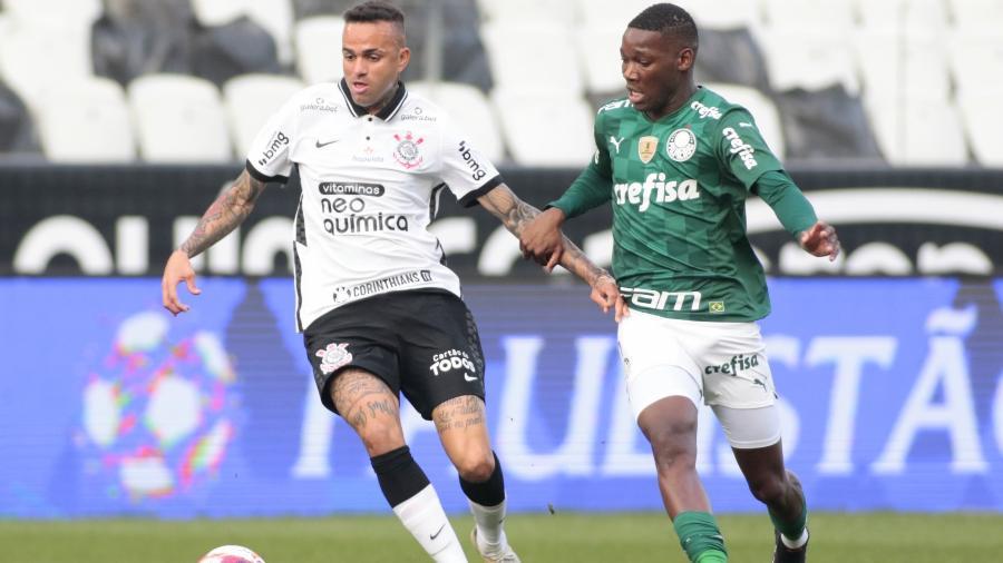 Luan em ação pelo Corinthians, disputa jogada com Patrick de Paula do Palmeiras - Rodrigo Coca/Agência Corinthians