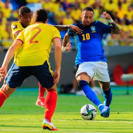 Neymar desafia a marcação durante Colômbia x Brasil pelas Eliminatórias - Divulgação/Conmebol