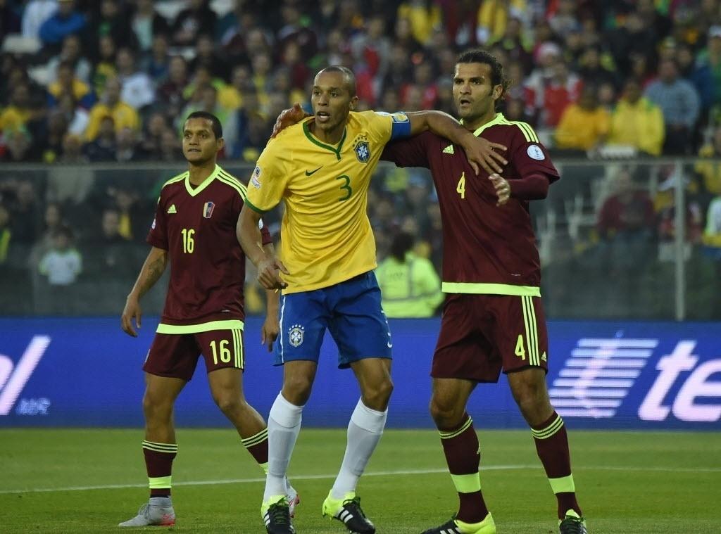 Capitão do Brasil na ausência de Neymar, Miranda disputa espaço com jogador da Venezuela na Copa América