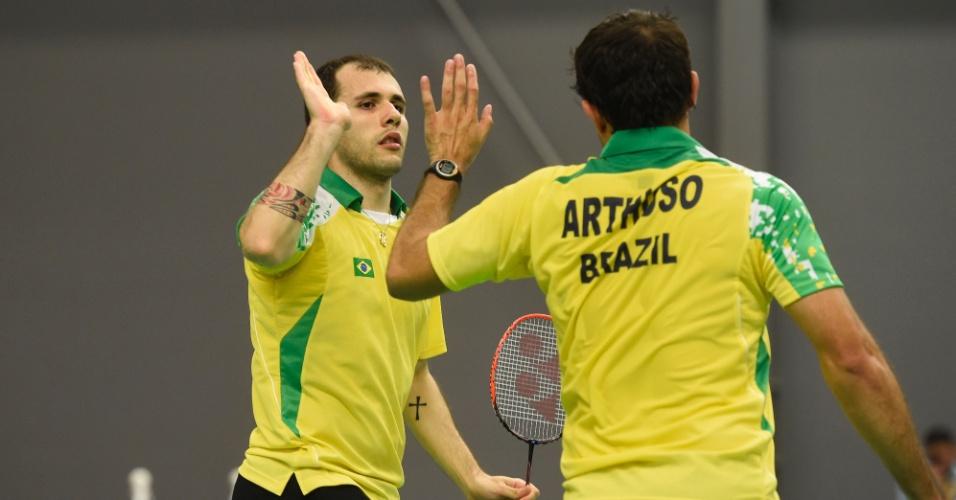 Hugo Harthuso e Daniel Paipola estão na final das duplas no badminton, a primeira da história do Brasil