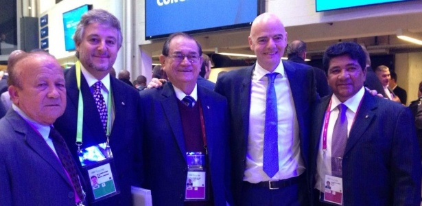 Comitiva brasileira ao lado do novo presidente da Fifa, Gianni Infantino - CBF