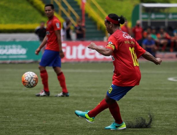 Ronaldinho participa de jogo na Guatemala