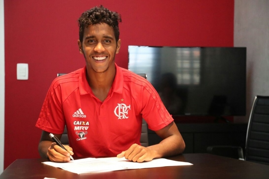 O meia-atacante Gabriel renovou contrato com o Flamengo até dezembro de 2019