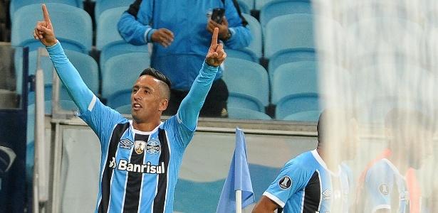 Lucas Barrios abriu o placar para o Grêmio contra o Guaraní