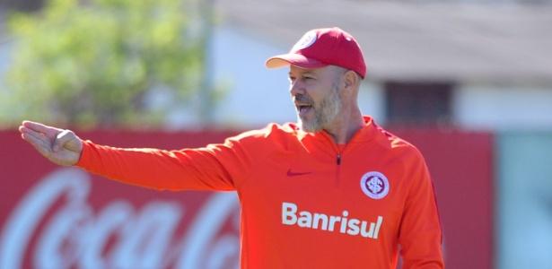Antonio Carlos Zago, treinador do Internacional, durante treinamento tático