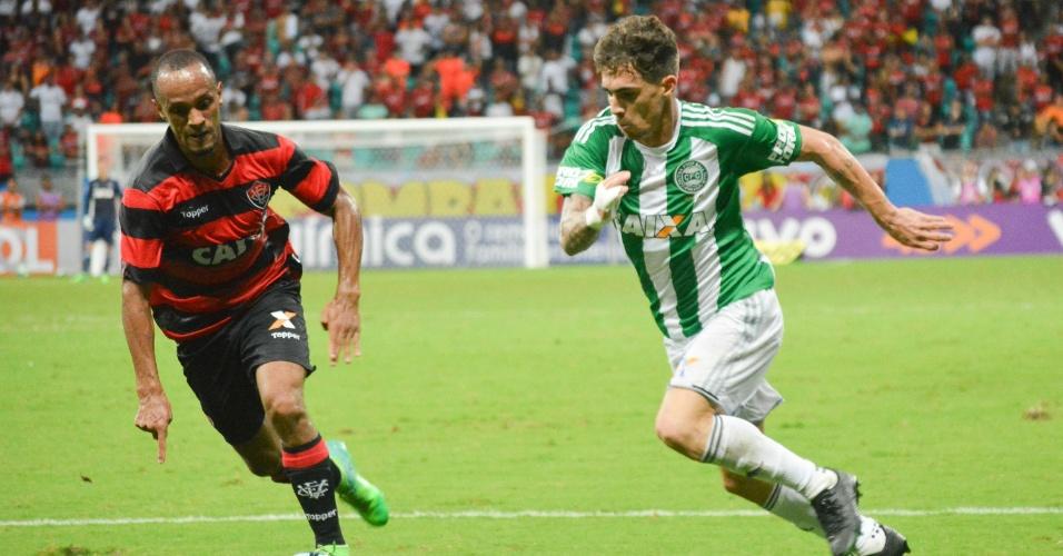 Vitória e Coritiba se enfrentam na Arena Fonte Nova