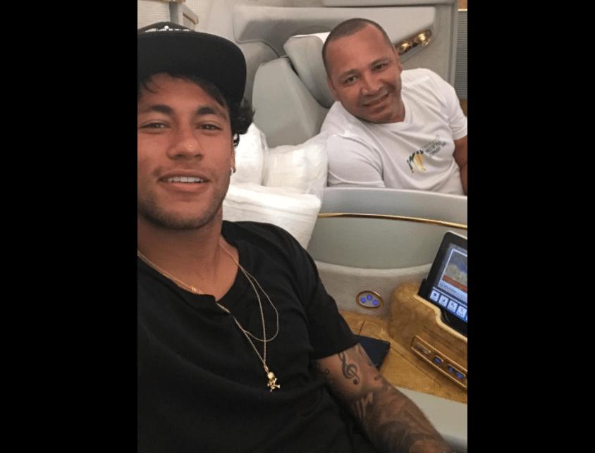 Neymar publicou foto viajando a Dubai ao lado do pai