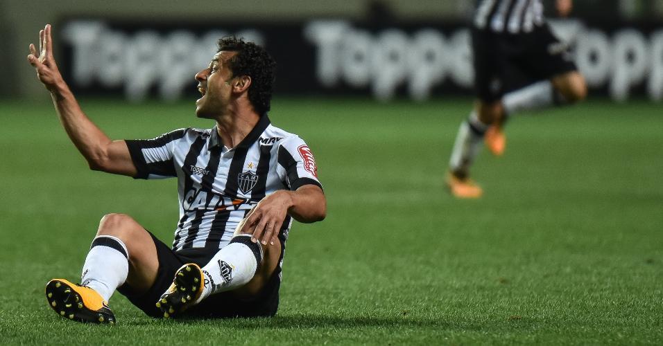 Fred reclama da arbitragem durante partida entre Atlético-MG e Vitória