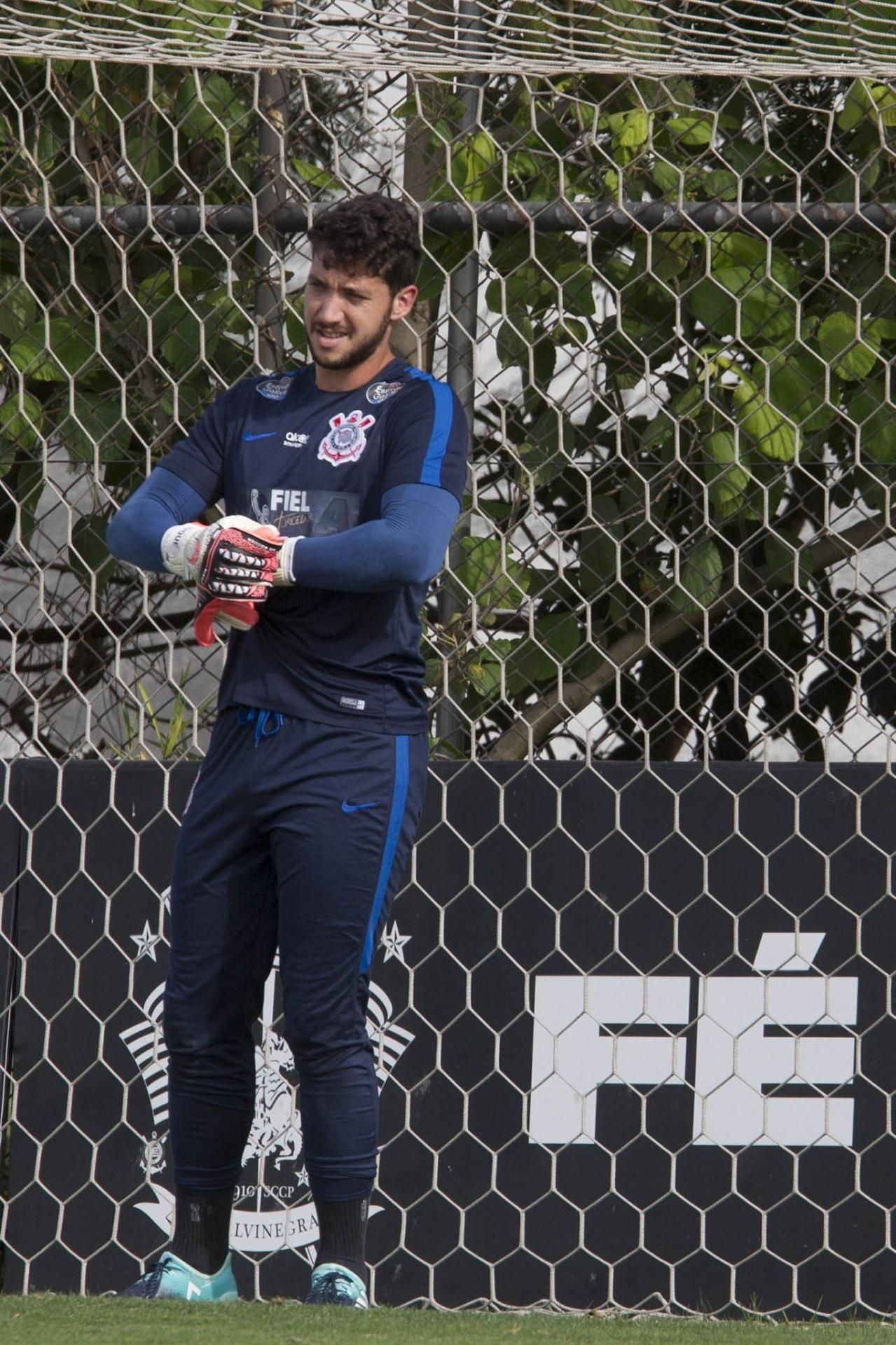 Goleiro volta a treinar no Corinthians após rejeitar reserva no Oeste -  15 01 2019 - UOL Esporte 1939983ea111c