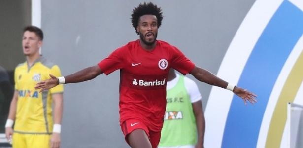 Joanderson comemora gol do Inter na final do Brasileiro de Aspirantes