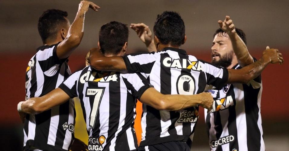 Jogadores do Botafogo comemoram gol diante do Nova Iguaçu em jogo pela Taça Rio (segundo turno do Campeonato Carioca) de 2018