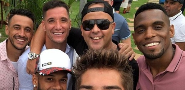 Thiago Neves reúne elenco do Cruzeiro para celebrar aniversário em Belo Horizonte