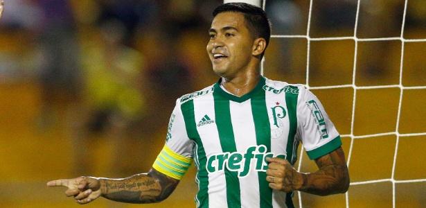 Dudu em ação pelo Palmeiras ainda com a camisa da Adidas; clube deve anunciar Puma
