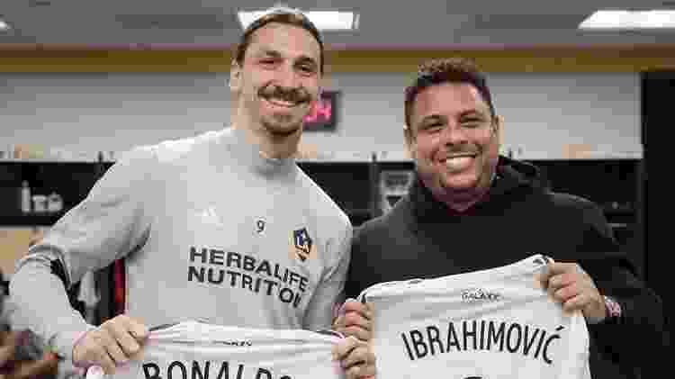 Ronaldo e Ibrahimovic trocam camisas do Los Angeles Galaxy - Divulgação - Divulgação