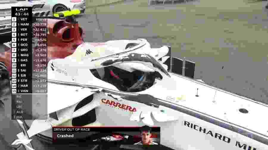 O carro de Leclerc após acidente envolvendo Alonso e Hulkenberg no GP da Bélgica - Reprodução/TV Globo