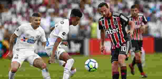 Robson Alves foi titular do Santos nas últimas quatro partidas - Marcello Zambrana/AGIF
