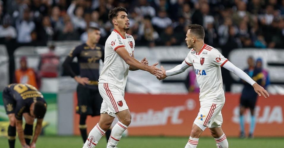 Lucas Paquetá comemora gol do Flamengo sobre o Corinthians