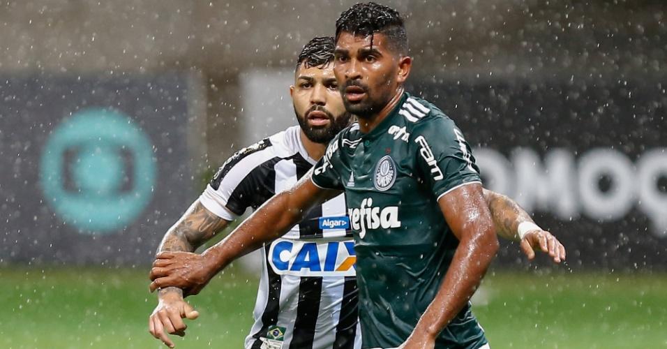 Thiago Santos marca Gabigol durante jogo do Palmeiras contra o Santos 9fd44c89ef2e6