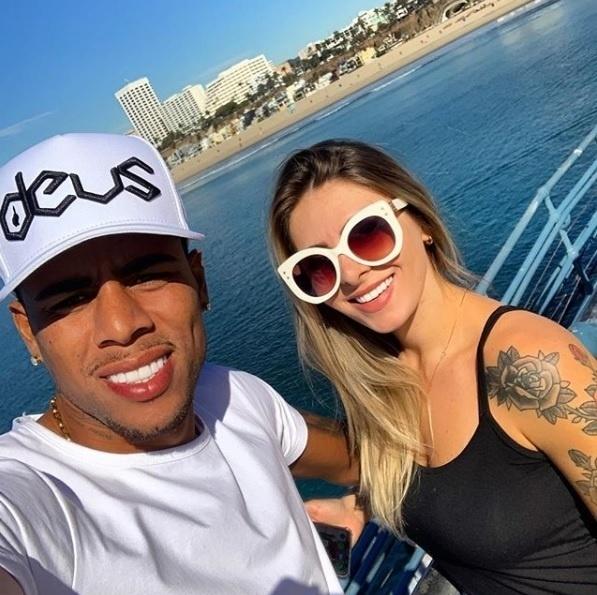 Gustagol, destaque do Fortaleza na Série B, aproveita as férias na Califórnia, nos Estados Unidos, com a namorada antes de voltar ao Corinthians