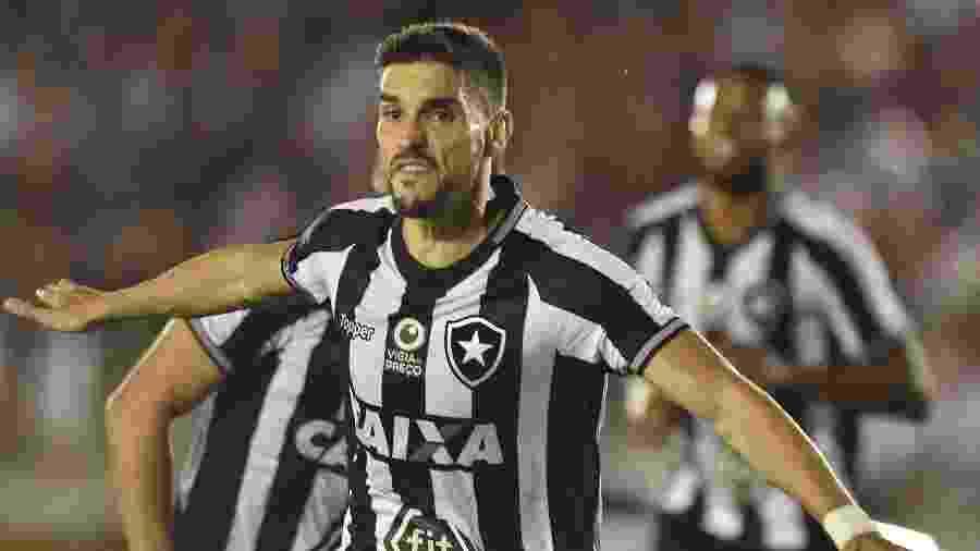 56593461c5 Josemar Gonçalves Tripé Imagem Estadão Conteúdo