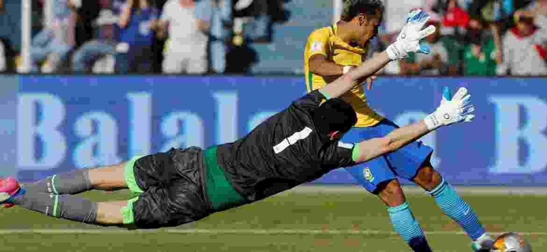 Carlos Lampe teve grande atuação contra o Brasil nas Eliminatórias para a Copa de 2018 - DAVID MERCADO/Reuters