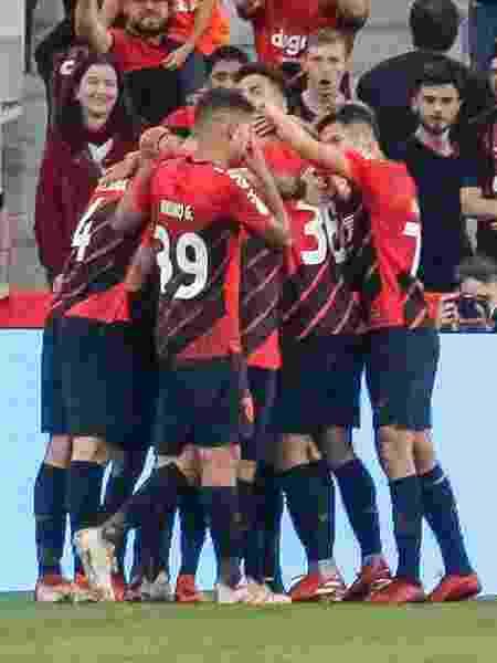 Vitinho comemora o gol da partida Athletico 1 x 0 Internacional pelo Campeonato Brasileiro 2019 - Gabriel Machado/AGIF
