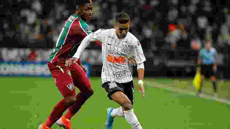 Pedrinho foi bem marcado durante a partida contra o Fluminense, hoje, em Itaquera - Daniel Vorley/AGIF