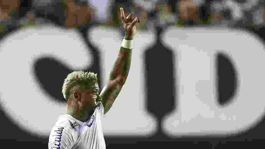 Marinho comemora após marcar pelo Santos contra o Botafogo - Marcello Zambrana/AGIF