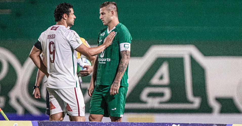 Fred e Rafael Moura durante partida entre Goiás e Fluminense pelo Brasileirão