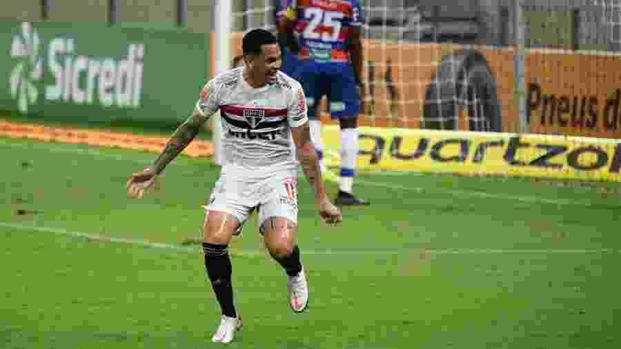 Luciano comemora seu gol pelo São Paulo na ida das oitavas da Copa do Brasil, contra o Fortaleza - Kely Pereira/AGIF