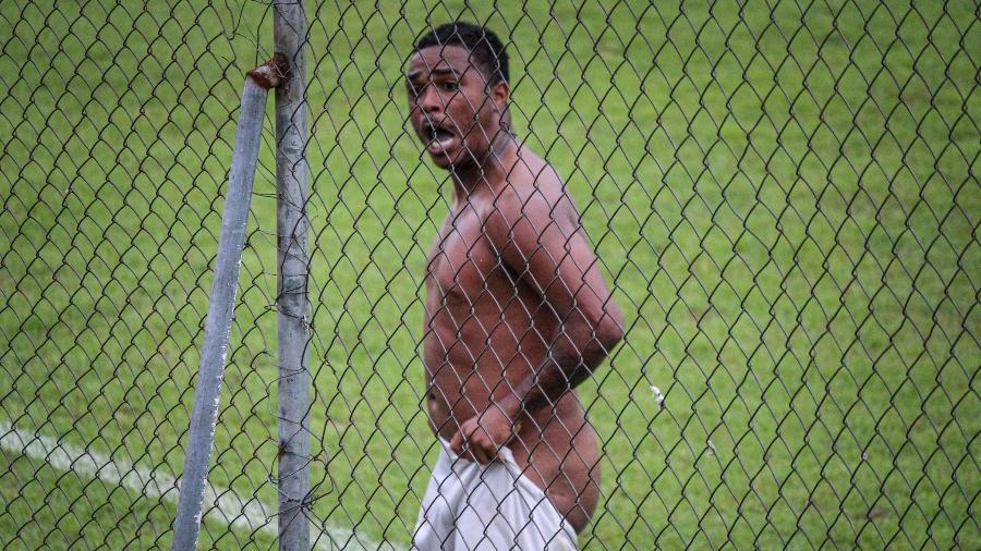 Emerson Carioca tira a roupa ao comemorar gol do Sampaio Corrêa-RJ - Gabriel Farias