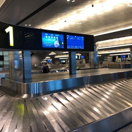As esteiras do aeroporto internacional de Doha e o vazio em tempos de pandemia - Tiago Leme/UOL
