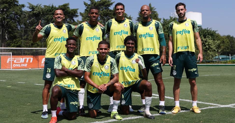 Os jogadores Rafael Elias, Vanderlan, Henri, Felipe Melo, Matías Viña e Angulo, Garcia e Pedro Acácio durante treinamento, na Academia de Futebol.