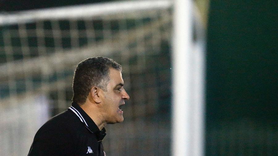 Marcelo Chamusca, treinador do Botafogo, em partida do Carioca. Técnico segue no cargo - Vítor Silva/Botafogo