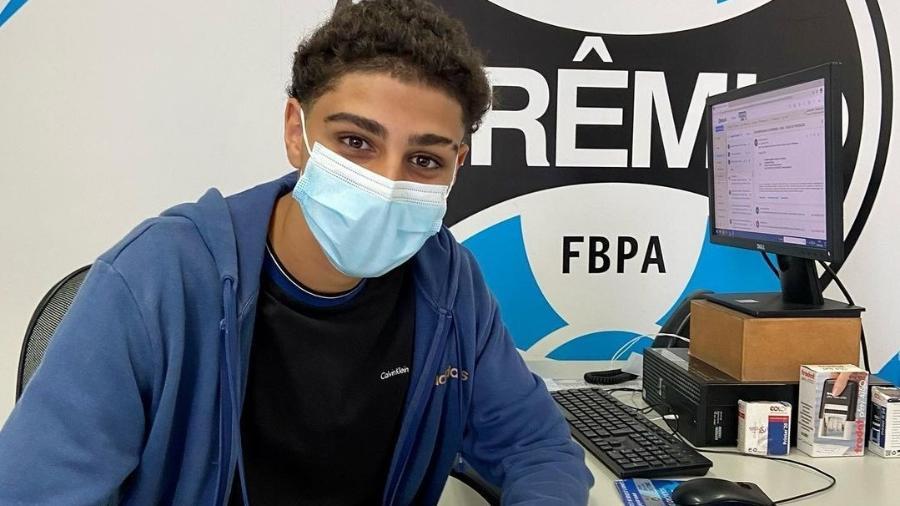Filho de Adriano Imperador assina contrato com o Grêmio - Instagram