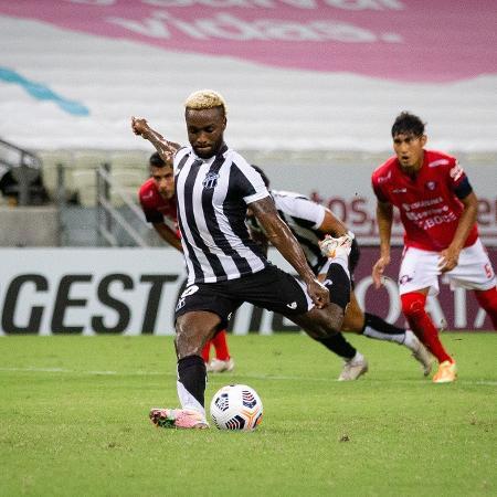 Mendonza marcou gol de pênalti para o Ceará - Fausto Filho / Ceará SC