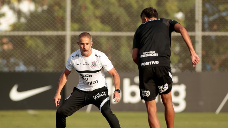 Sylvinho e Cantillo durante treino do Corinthians  - Rodrigo Coca/ Ag. Corinthians