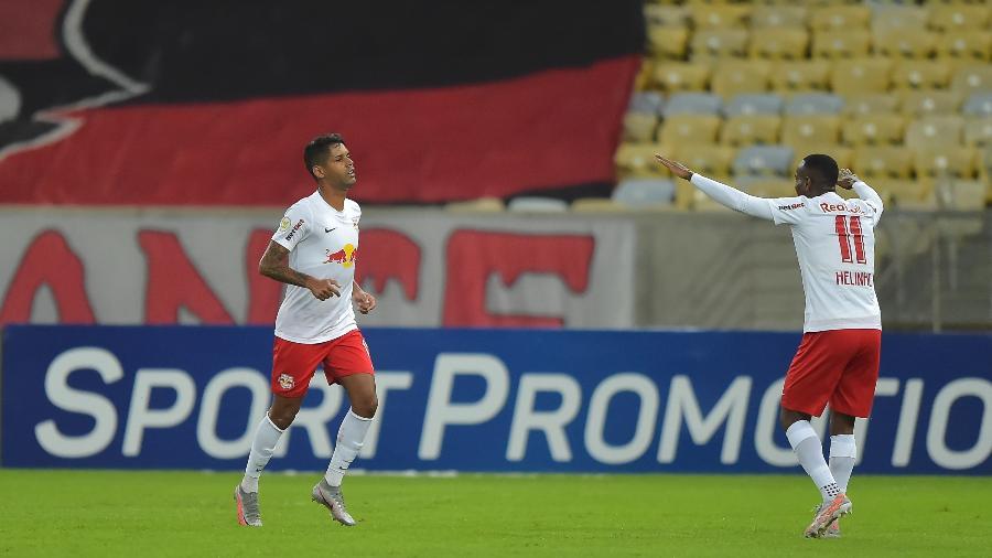 Aderlan, do Bragantino, comemora seu golaço contra o Flamengo pelo brasileiro - Thiago Ribeiro/AGIF