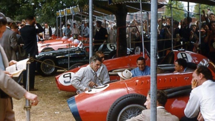 Boxes da F-1 montados para o GP Olímpico de Melbourne, durante os Jogos de 1956 - Reprodução