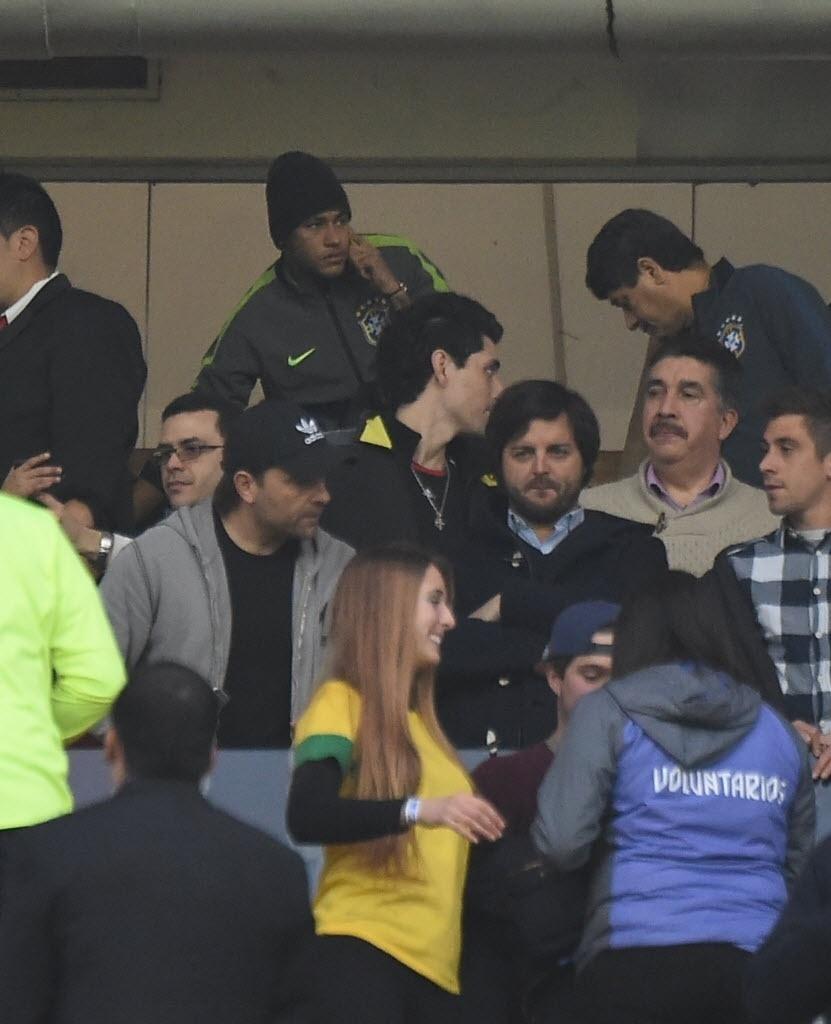 Neymar acompanha de camarote jogo do Brasil contra a Venezuela na Copa América