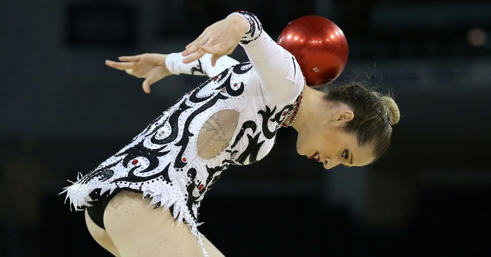 Natália Gaudio se apresenta na ginástica rítmica no Pan de Toronto