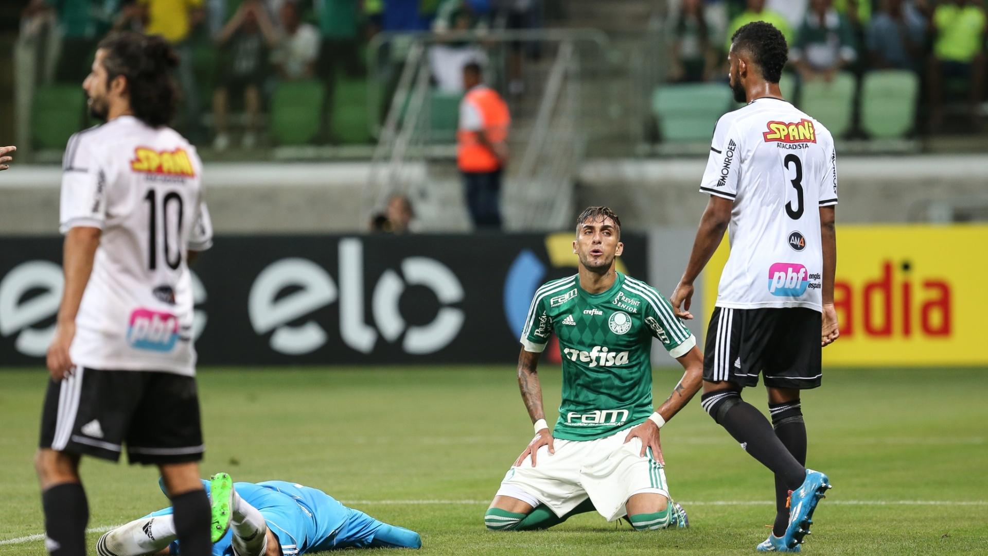 Rafael Marques se lamenta após perder boa oportunidade para o Palmeiras contra a Ponte Preta pelo Campeonato Brasileiro