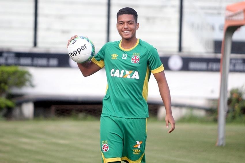 Pupilo de Vágner Love se firma e vira xodó de Jorginho no Vasco -  27 07 2016 - UOL Esporte 2783c26df89fc