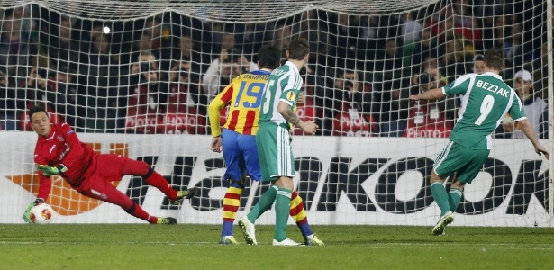 Brasileiro do Valencia é um adversário intimidador nas penalidades - REUTERS/Stoyan Nenov