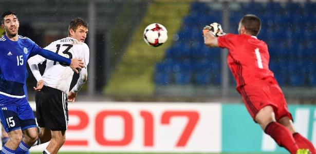 Simoncini defende chute de Muller: resposta dura após crítica a San Marino